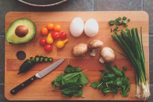 Como deve ser a composição das principais refeições do dia?