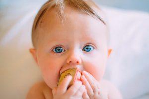 Como saber se o bebê está com fome? Capacidade gástrica e autorregulação