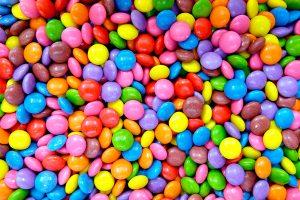 Alimentação infantil: Por que não oferecer doces e açúcar antes de dois anos?