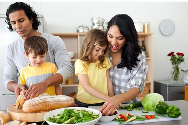 Qual a melhor forma de oferecer alimentação para o seu filho?