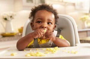A autonomia da criança desenvolve relações saudáveis com a alimentação